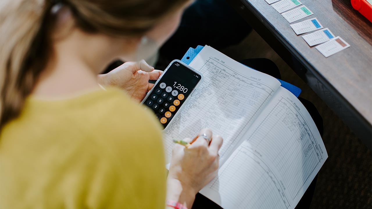 student using a calculator christian colleges in minnesota