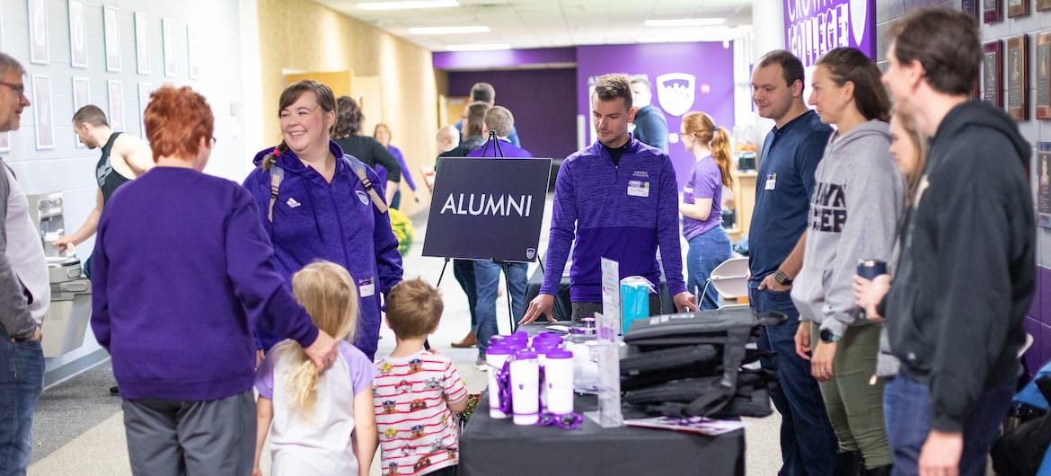 alumni recieving gift at homecoming a crown college event