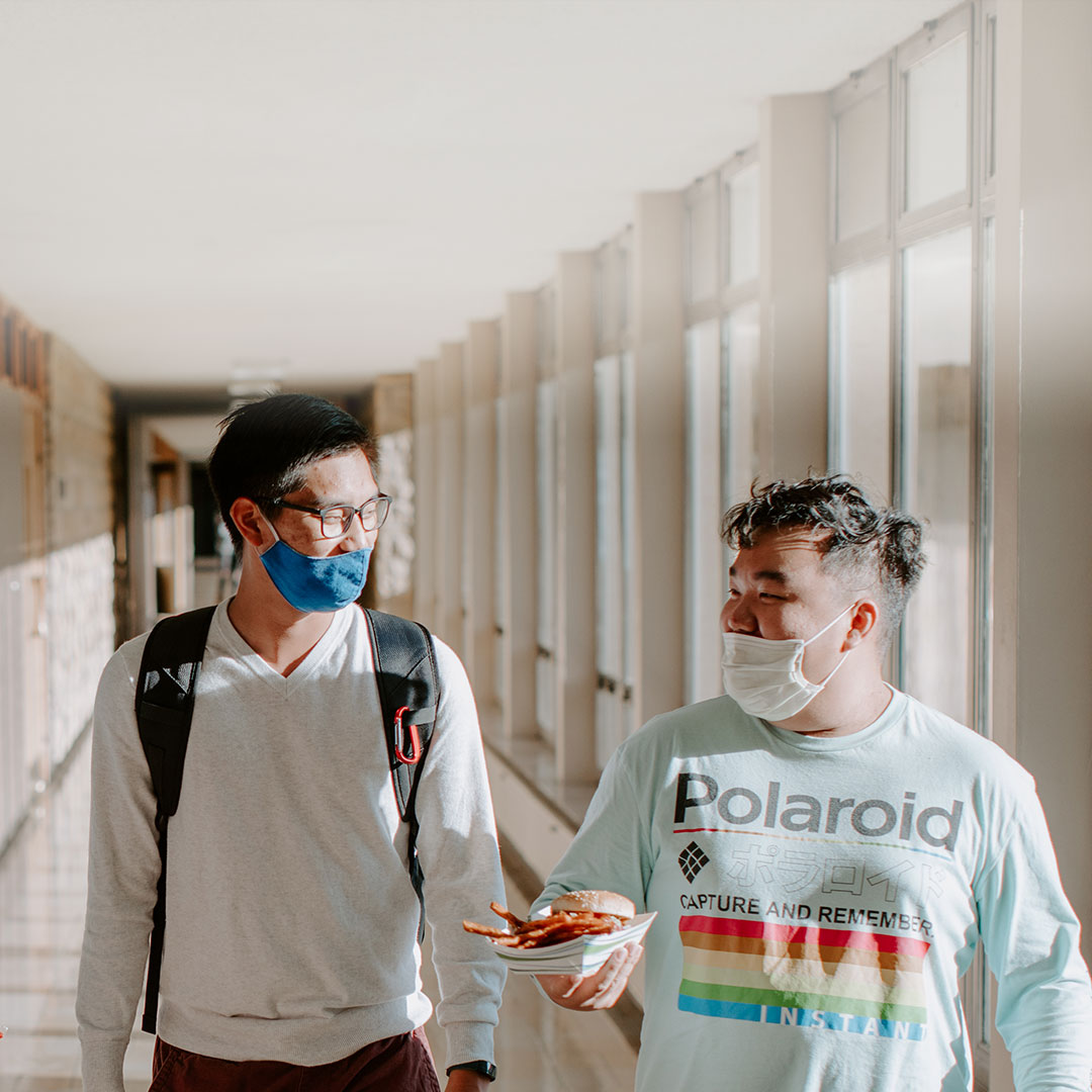 students_with_masks_in_hallway